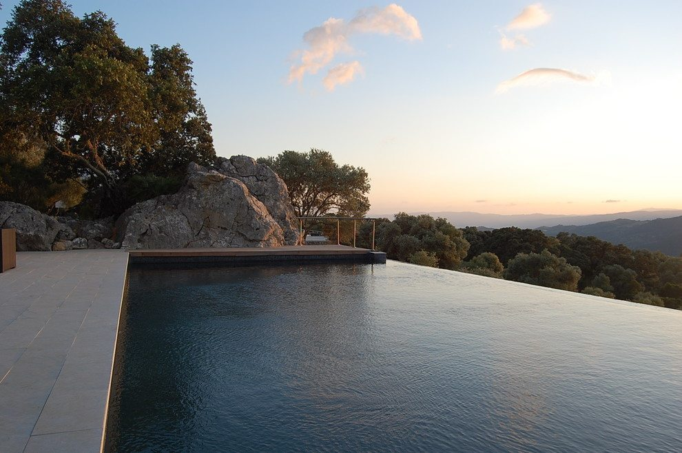 Infinity pool with Vista